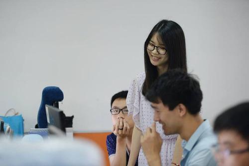 中国のIT企業がチアリーダーを雇用03