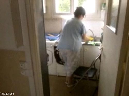 洗い物と子猫02