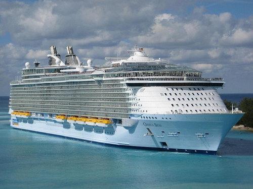 現代の豪華客船とタイタニックを比較02