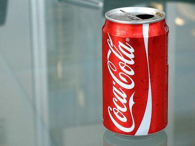 コカコーラ1缶にどれだけ砂糖が...