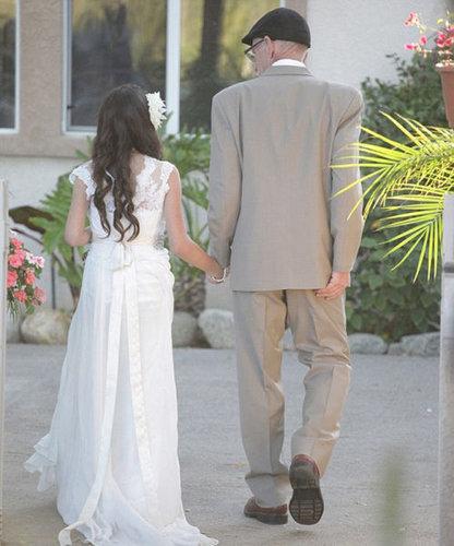 末期がんの父親に花嫁姿を見せる11歳04