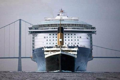 「世界一大きい豪華客船とタイタニック号」の画像検索結果