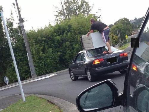 09運転中に道路で出くわす突飛ないろいろ