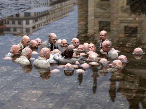 「地球温暖化を議論する政治家たちの彫刻」02