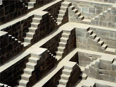 階段だらけのインドの井戸「Chand Baori」06