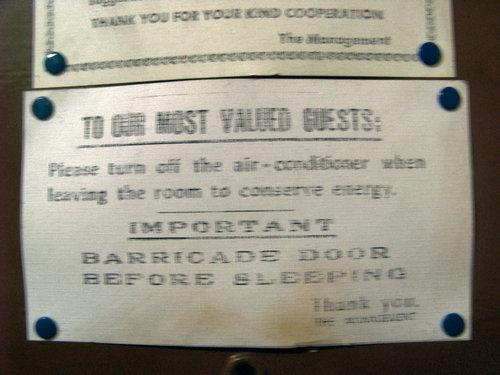 ホテルの張り紙01