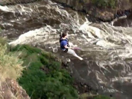 ビクトリアの滝の「渓谷スイング」01