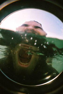 水面の上と下10