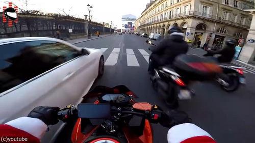 サンタのバイクがひき逃げ犯を追う09