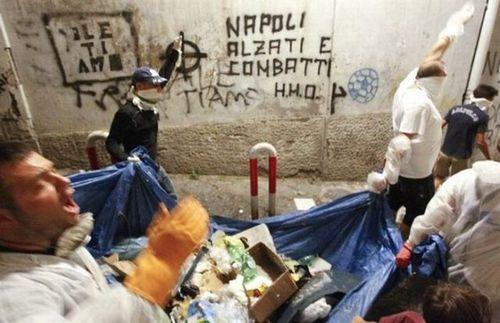ゴミの街ナポリ07