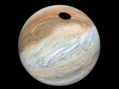 木星に黒い円01