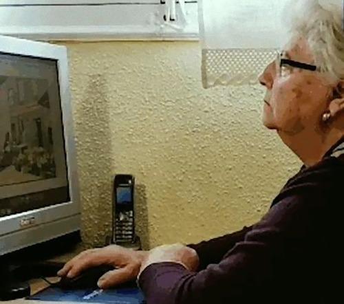 87歳のおばあちゃんがペイントで絵画01
