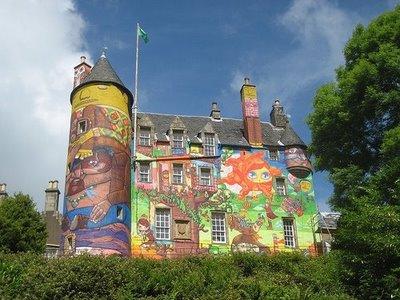 落書きされたスコットランドの古城02