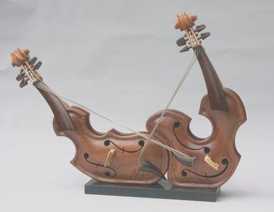 変わった形のバイオリン02
