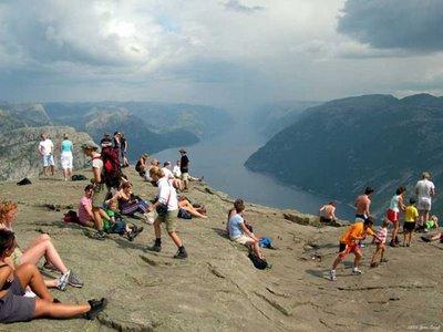 ノルウェーの断崖絶壁「プレーケストーレン」TOP