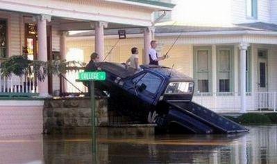 水害時にたくましく楽しむ人々14