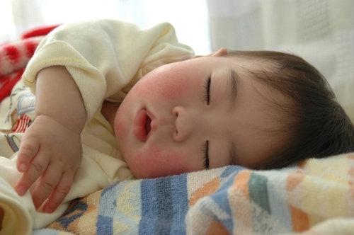 赤ちゃんが生まれたら必ずみんなが撮る写真04