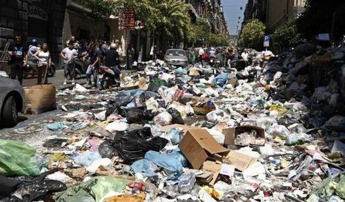 ゴミの街ナポリ02