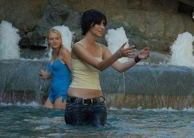 噴水でずぶ濡れロシアの美少女20