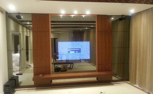 大きなテレビのある部屋03