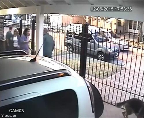 バイク強盗に襲われた女性、とっさの機転06