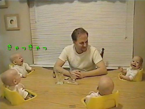 4つ子の赤ちゃんとパパ00