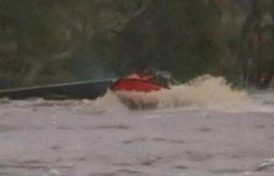 洪水の中ジェットスキーで人命救助に現れたスーパー農夫02