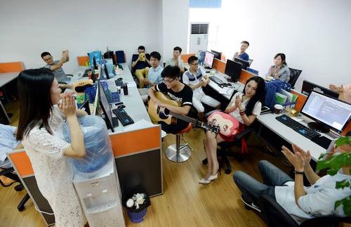中国のIT企業がチアリーダーを雇用01