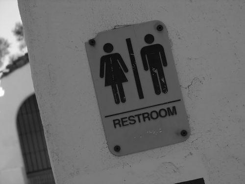 女子トイレに入ってしまった