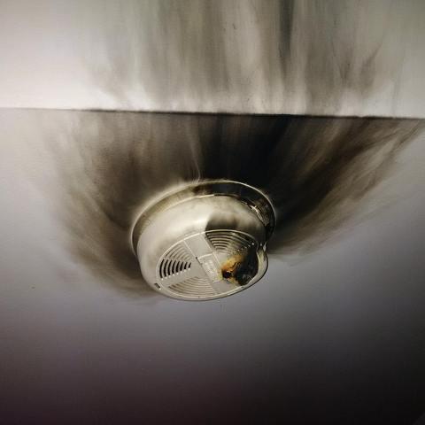うちの火災報知器が火を吹いた01