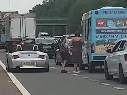 渋滞とアイスクリーム販売車02
