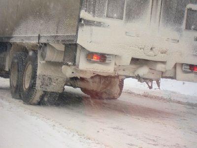 ロシアのトラックはタイヤが一個くらい無くても平気22