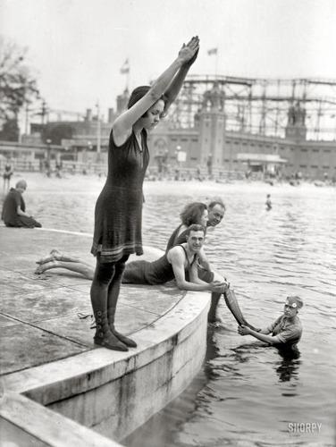 100年前の水着01