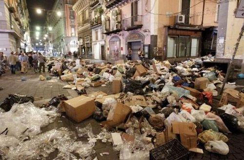ゴミの街ナポリ00