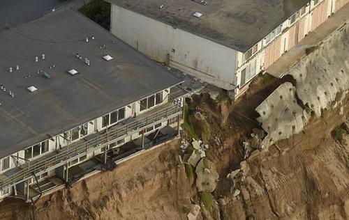 カリフォルニアのアパートが崖っぷち05