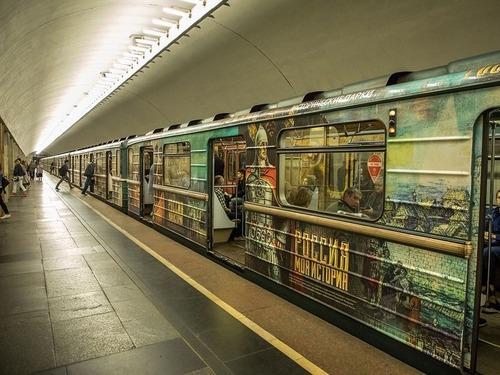 モスクワ地下鉄に女性運転士