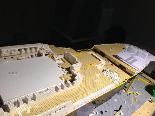 5万6000個のレゴでタイタニック05