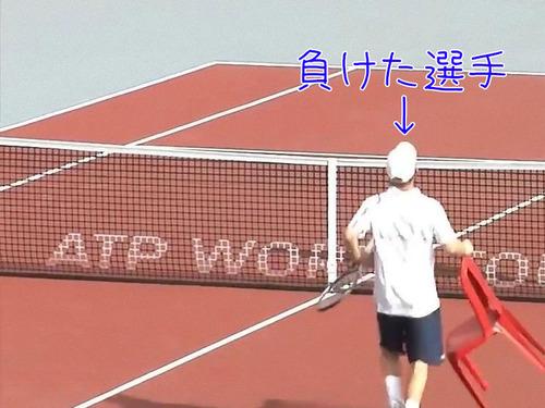 テニスの試合終了後に選手がイスを持ってきた理由00