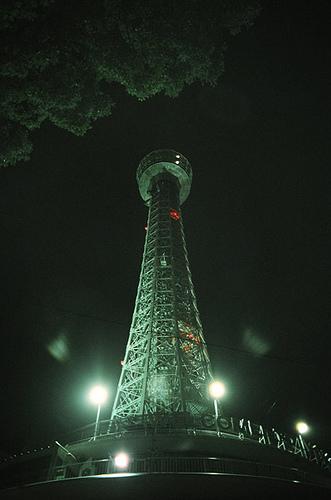 世界の灯台-横浜マリンタワー