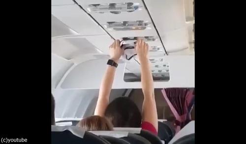 飛行機で下着を乾かす04