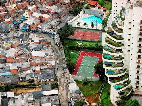 低所得者は裕福層より寿命が短い
