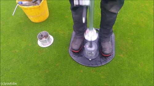 ゴルフのホールカップの位置の変え方02