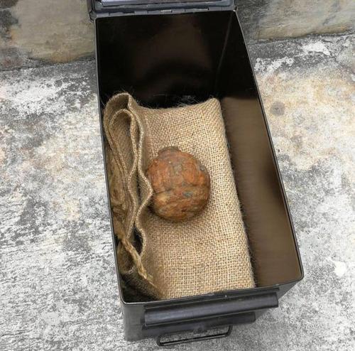 ジャガイモの積荷に手りゅう弾01