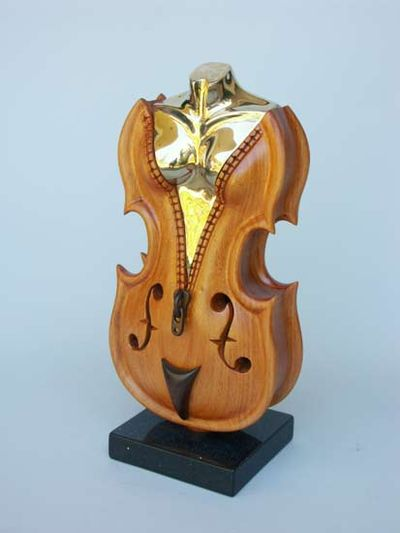変わった形のバイオリン08