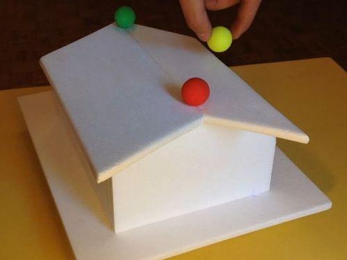 不思議な転がり方をするボール01