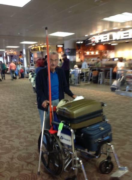 空港で見かける奇妙な事 05