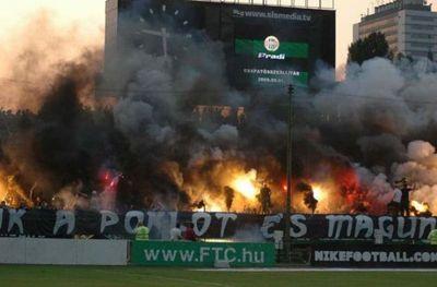 サッカー場の発煙筒09
