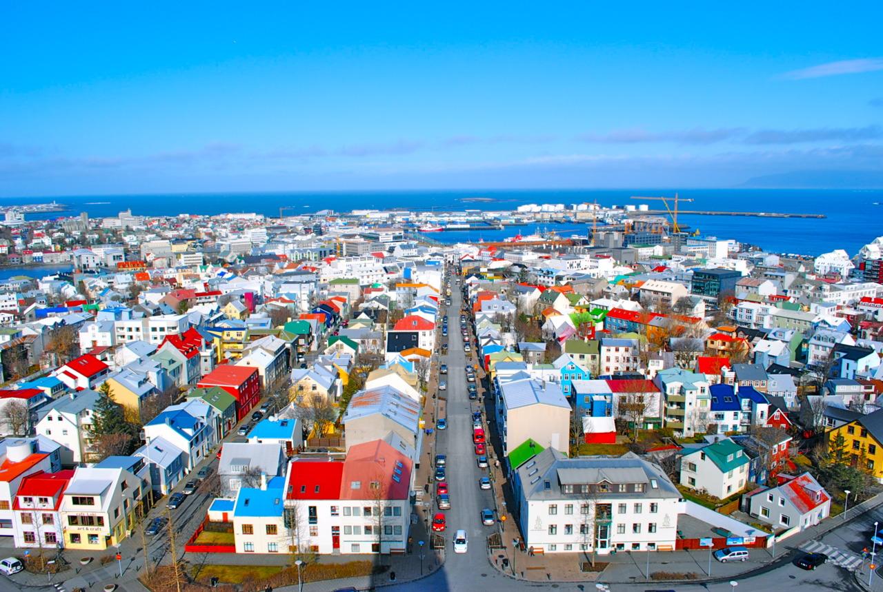 アイスランドの街並みって、こん...