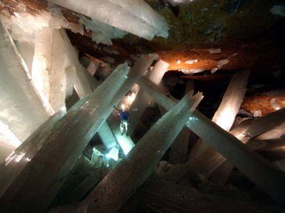 巨大なクリスタルに埋め尽くされた洞窟07