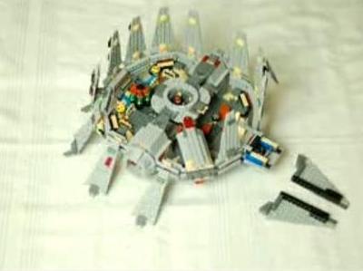 レゴのミレニアム・ファルコン号